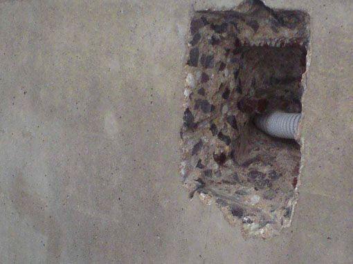Loch Sichtbetonwand • betkos | betonkosmetik